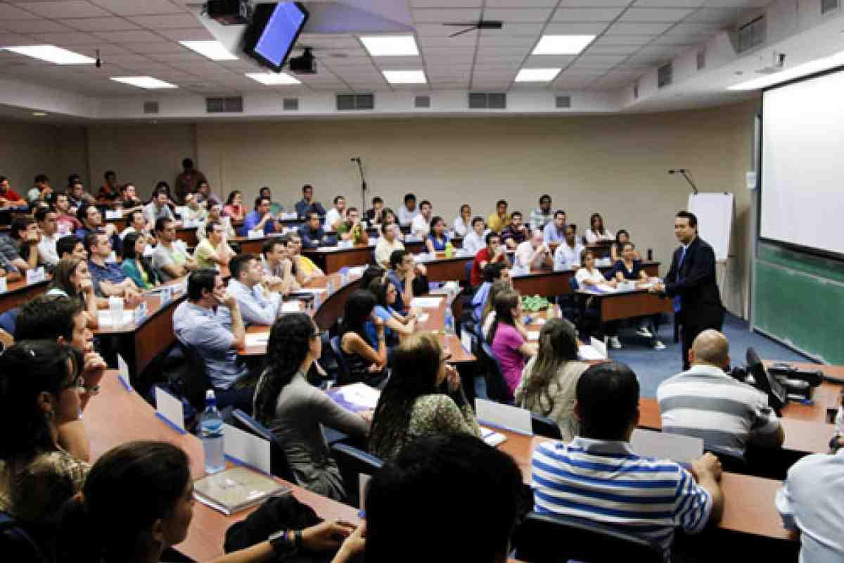 Clase Modelo Luis Umaña Timms PhD, en Costa Rica