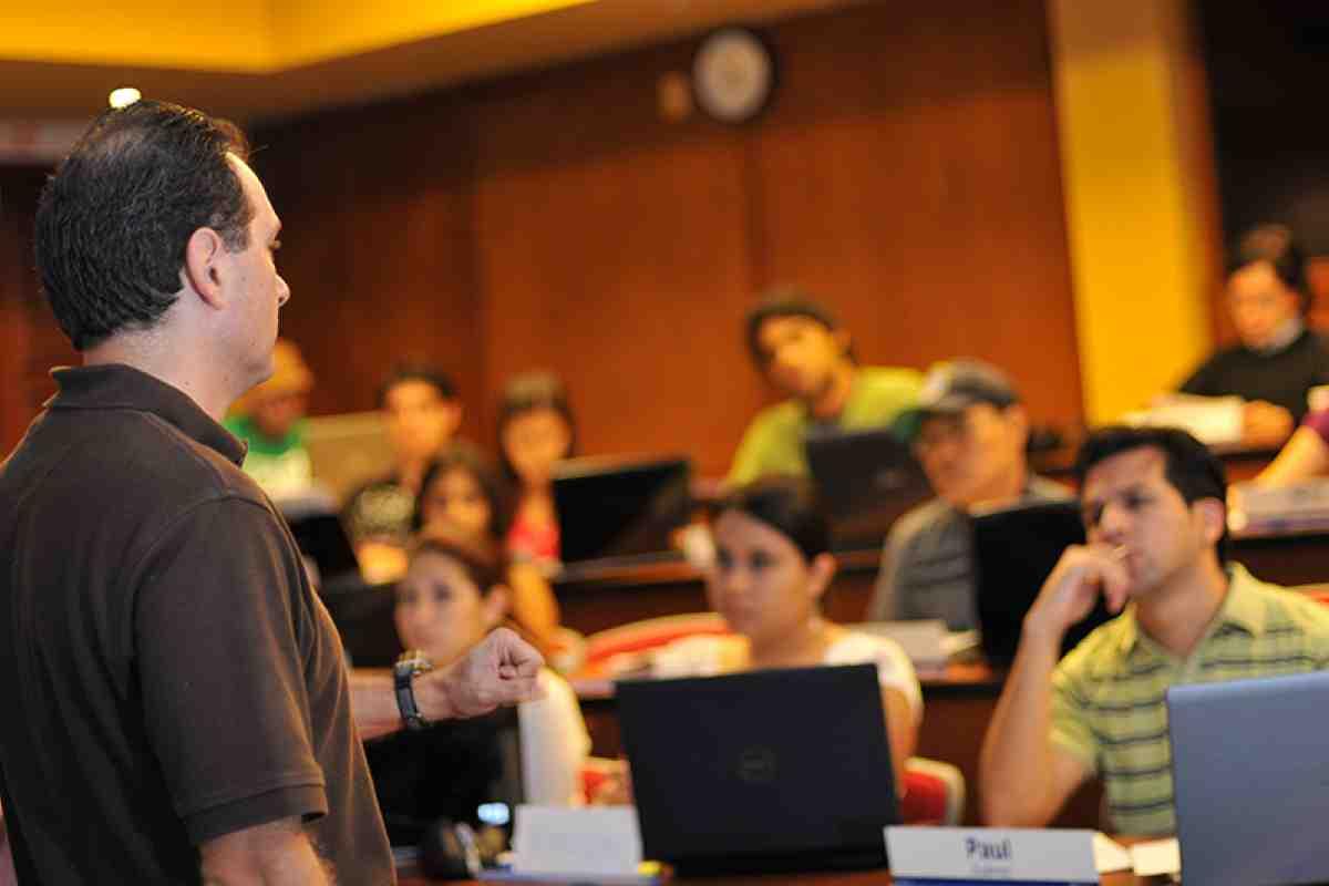 Sesión Informativa MBA Bolivia