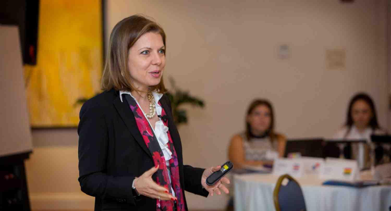 """""""Reducir la brecha de educación en mujeres no es suficiente, hay que enseñarles negocios"""""""