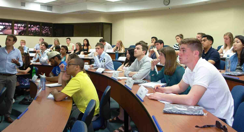 Estudiantes con el Prof. Michael Metzger