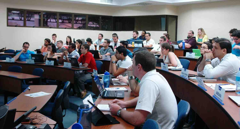 Estudiantes de INCAE y de la Universidad de Minnesota