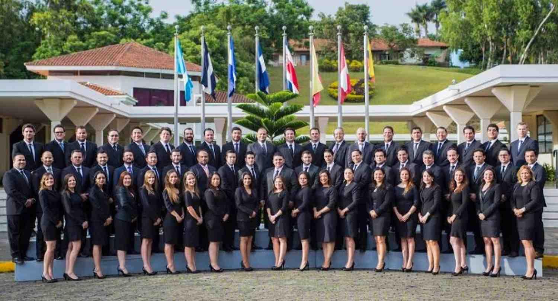 Executive MBA graduó a 57 nuevos incaístas
