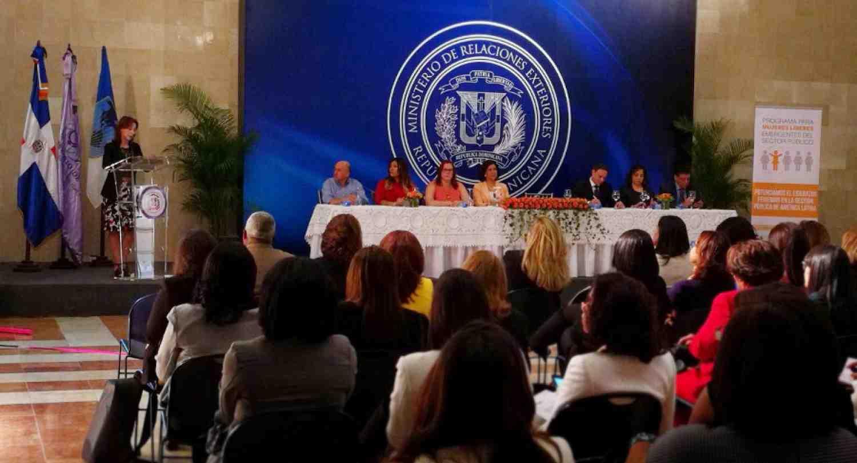 Nuevo programa de INCAE impulsa el desarrollo de la mujer en la  función pública