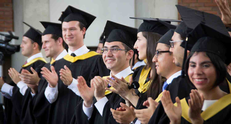 """Con """"Pasión, Comunidad y Herramientas"""" se gradúan las clases MBA 2015 de INCAE"""