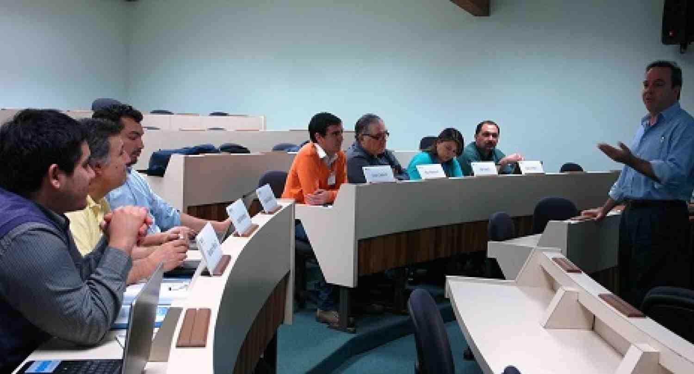 CLACDS capacita funcionarios del Centro de Competitividad de la Universidad de Talca, Chile