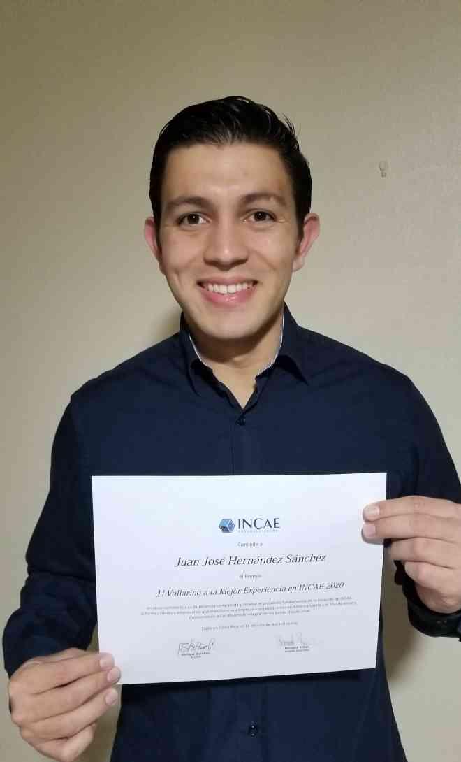 Juan José Hernández recibe su premio